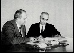 M.E.Mundel博士と山内二郎教授「理工学部五十年史」より