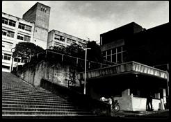 1985年警備室付近「卒業アルバム1981~1985」より